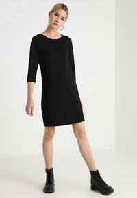 ONLY - ONLBRILLIANT 3/4 DRESS  - Trikoomekko - black - 1