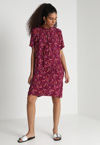 ONLY - ONLFIRENZE SHIRTDRESS  - Blusenkleid - red plum - 2