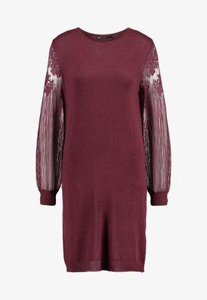 ONLVIKTORIA DRESS - Sukienka dzianinowa - tawny port