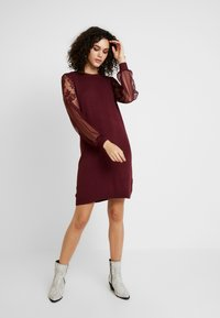 ONLY - ONLVIKTORIA DRESS - Robe pull - tawny port - 1