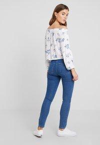 ONLY - ONLRISK HI-RISE BOX - Jeansy Skinny Fit - medium blue denim - 2