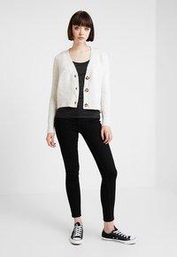 ONLY - ONLRISK HI-RISE BOX - Jeans Skinny Fit - black denim - 1
