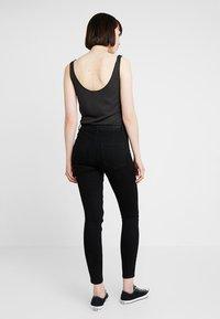 ONLY - ONLRISK HI-RISE BOX - Jeans Skinny Fit - black denim - 2