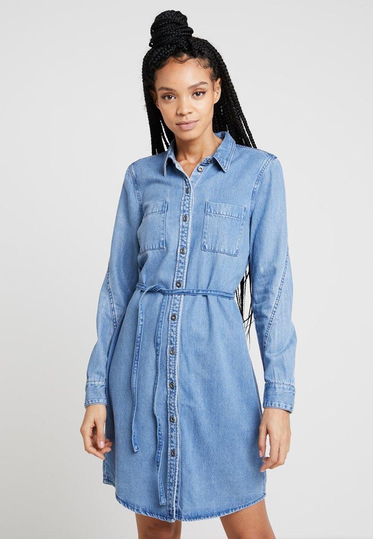 ONLY - ONLMELVIN SHIRT DRESS - Jeanskleid - light blue denim