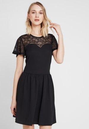 ONLMONA DRESS - Robe en jersey - black