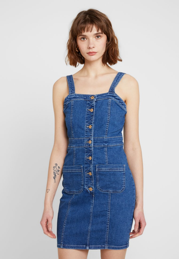 ONLY - ONLFEXK JUDITH BUTTON DRESS - Denimové šaty - medium blue denim