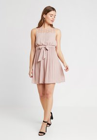 ONLY - ONLCAROLINA DRESS - Blousejurk - adobe rose - 2