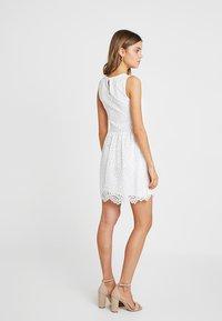 ONLY - ONLEDITH DRESS - Koktejlové šaty/ šaty na párty - cloud dancer - 2