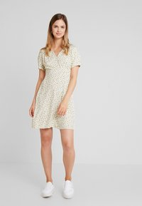 ONLY - ONLJOLIE SHORT DRESS - Hverdagskjoler - cloud dancer - 2