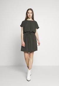 ONLY - ONLMARIANA MYRINA DRESS - Korte jurk - peat - 1