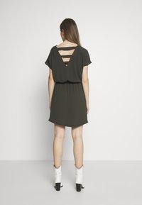ONLY - ONLMARIANA MYRINA DRESS - Korte jurk - peat - 2