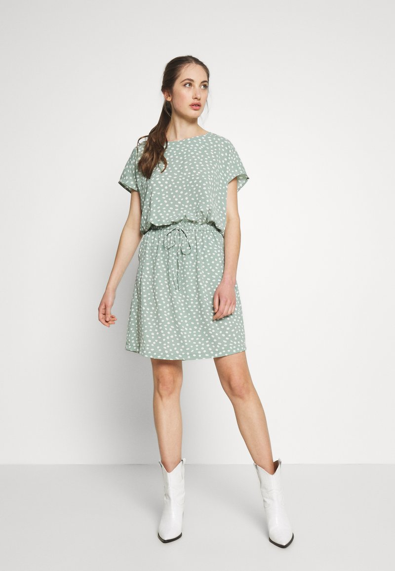 ONLY - ONLMARIANA MYRINA DRESS - Korte jurk - chinois green