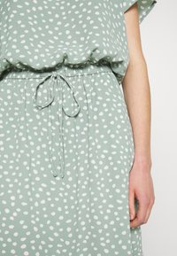 ONLY - ONLMARIANA MYRINA DRESS - Korte jurk - chinois green - 6