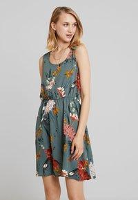 ONLY - ONLELEONORA  DRESS - Denní šaty - balsam green - 0