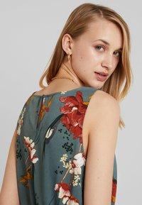 ONLY - ONLELEONORA  DRESS - Denní šaty - balsam green - 3