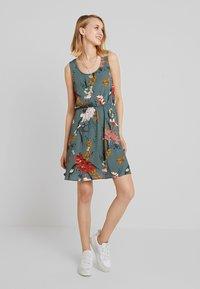 ONLY - ONLELEONORA  DRESS - Denní šaty - balsam green - 1
