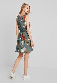 ONLY - ONLELEONORA  DRESS - Denní šaty - balsam green - 2