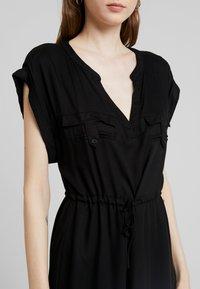 ONLY - ONYROSSA SHORT DRESS - Denní šaty - black - 5