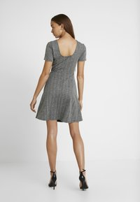 ONLY - ONLFLIFE DRESS - Jerseyjurk - dark grey melange/moonbeam - 3