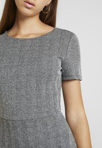 ONLY - ONLFLIFE DRESS - Jerseyjurk - dark grey melange/moonbeam - 6