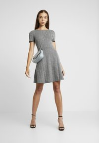 ONLY - ONLFLIFE DRESS - Jerseyjurk - dark grey melange/moonbeam - 2