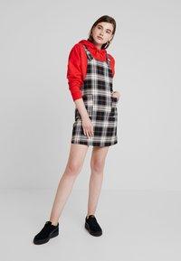 ONLY - ONLFRIDA CHECK SPENCER DRESS - Vestido informal - peyote/moonless night/ketchup - 1