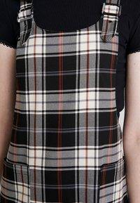 ONLY - ONLFRIDA CHECK SPENCER DRESS - Vestido informal - peyote/moonless night/ketchup - 5