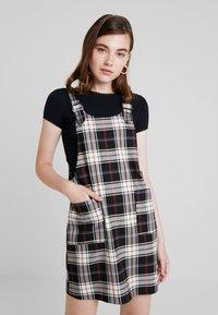 ONLY - ONLFRIDA CHECK SPENCER DRESS - Vestido informal - peyote/moonless night/ketchup - 0