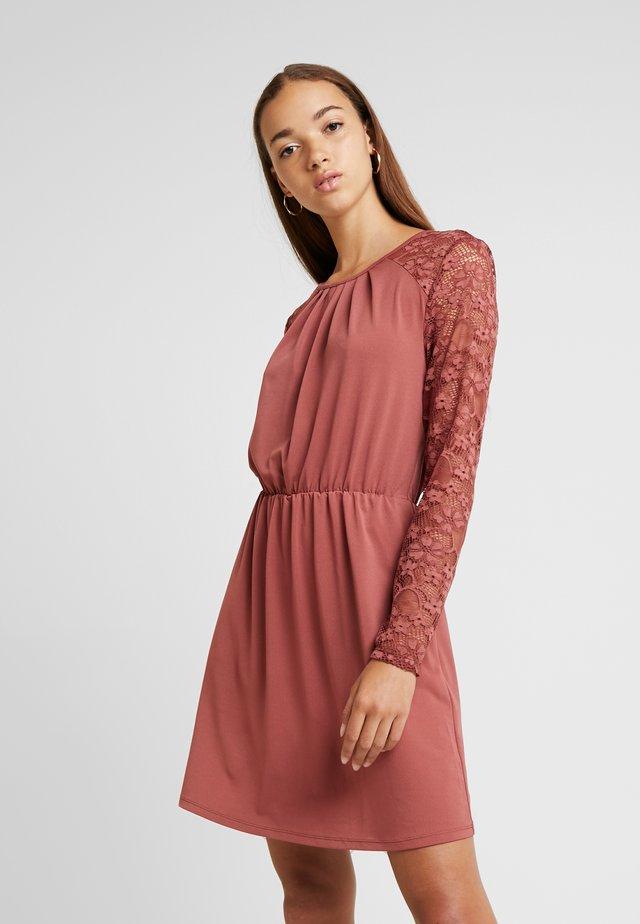ONLHANOVER O NECK DRESS - Vestido ligero - apple butter