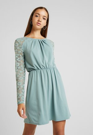 ONLHANOVER O NECK DRESS - Jerseyjurk - chinois green