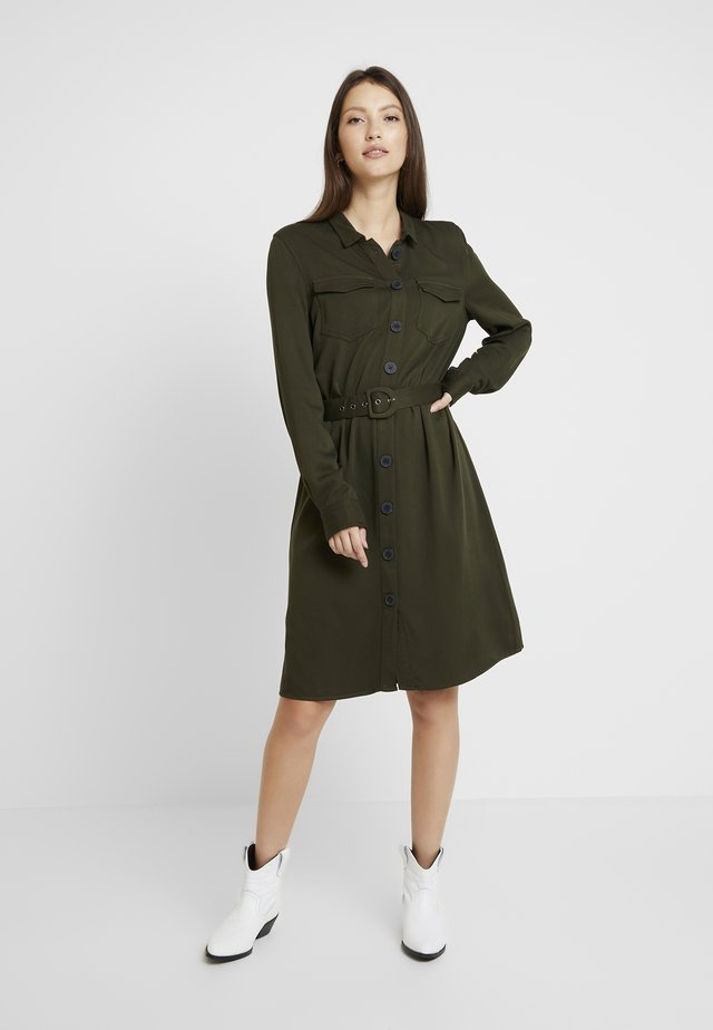 ONLLEA CARGO DRESS - Vestido camisero - kalamata