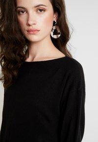 ONLY - ONLJESSIE BOATNECK DRESS - Vestido de punto - black - 5