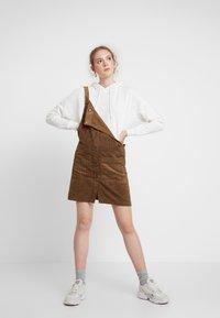 ONLY - ONLNOMY SIGGE SPENCER DRESS - Denní šaty - toasted coconut - 2