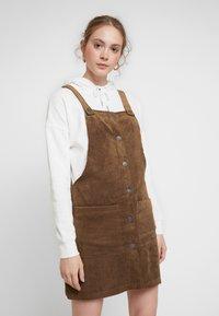 ONLY - ONLNOMY SIGGE SPENCER DRESS - Denní šaty - toasted coconut - 0