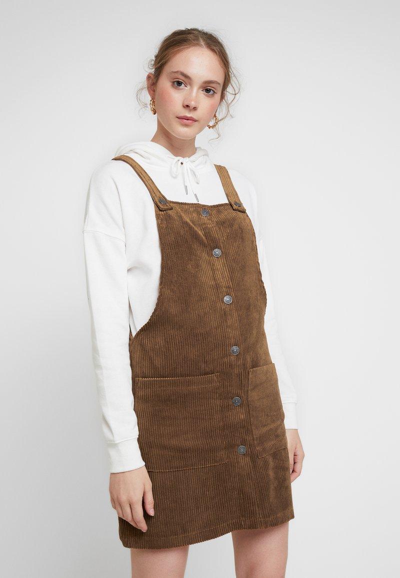 ONLY - ONLNOMY SIGGE SPENCER DRESS - Denní šaty - toasted coconut