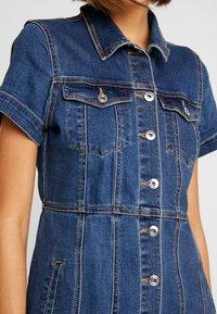 ONLY - ONLOFELIA BUTTON DRESS - Vestito di jeans - medium blue denim - 5