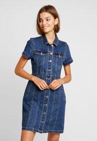 ONLY - ONLOFELIA BUTTON DRESS - Vestito di jeans - medium blue denim - 0