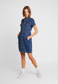 ONLY - ONLOFELIA BUTTON DRESS - Vestito di jeans - medium blue denim - 2