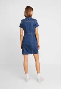 ONLY - ONLOFELIA BUTTON DRESS - Vestito di jeans - medium blue denim - 3