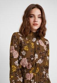 ONLY - ONLNOVA HIGHNECK DRESS - Robe chemise - beech - 4