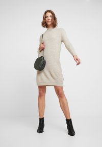 ONLY - ONLJADE DRESS - Strikket kjole - whitecap gray/white melange