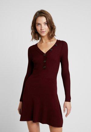 ONLIZA DRESS - Strickkleid - tawny port