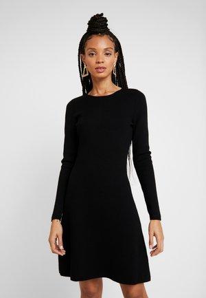 ONLNEW DALLAS O NECK DRESS - Strikket kjole - black