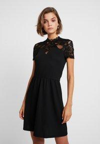 ONLY - ONLMONNA MIX DRESS - Robe en jersey - black - 0