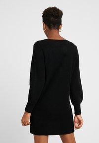 ONLY - ONLATTILANA DRESS - Pletené šaty - black - 3
