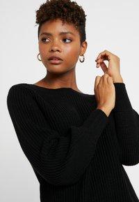 ONLY - ONLATTILANA DRESS - Pletené šaty - black - 5