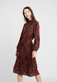 ONLY - ONLNOVA LUX SMOCK HIGHNECK DRESS - Sukienka letnia - apple butter - 0