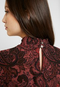 ONLY - ONLNOVA LUX SMOCK HIGHNECK DRESS - Robe d'été - apple butter - 7