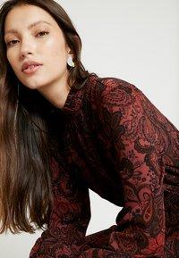 ONLY - ONLNOVA LUX SMOCK HIGHNECK DRESS - Sukienka letnia - apple butter - 4