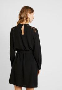 ONLY - ONLMILA BELT DRESS - Robe d'été - black - 3